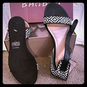 Black and white Sandals with a fabulous design